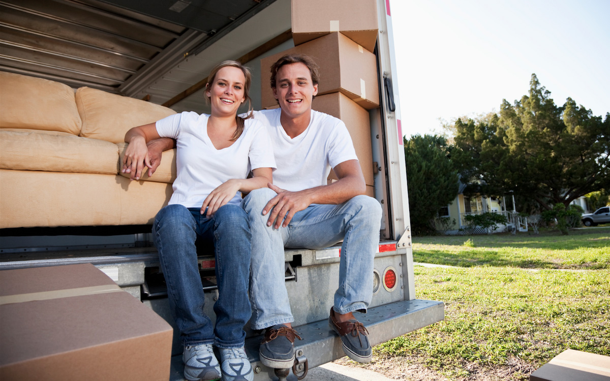 couple move-apartment-sydney